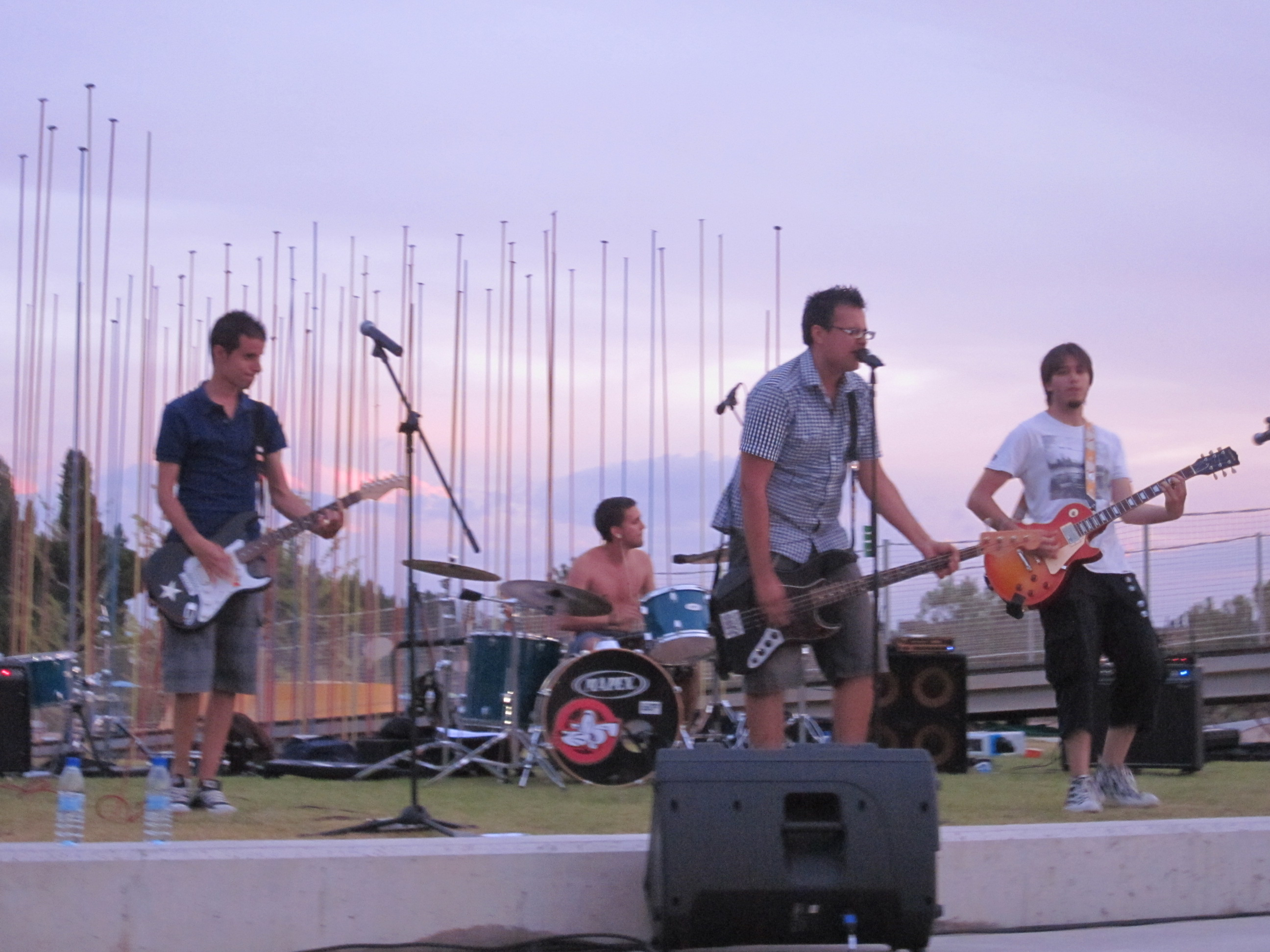 The Smmugler´s Punk fueron los encargados de inaugurar el concierto