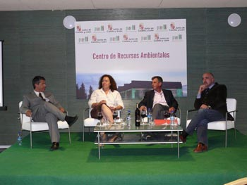 Pancho Campo y el resto de ponentes durante la conferencia- debate